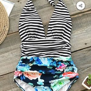 Beautiful BNWT Cupshe swimming suit